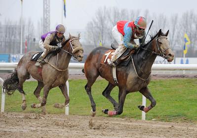 Hispaniella och Nathalie Andersson vinner före Quick Diamond | Jägersro 120425 |  Foto: Stefan Olsson / Svensk Galopp