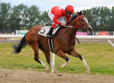 Cat of Egypt vinner med Elione Chaves| Jägersro 120602 | Foto: Stefan Olsson / Svensk Galopp