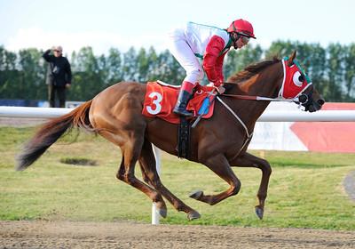 Inspired Cry vinner lätt under Fabienne De Geer | Jägersro 120602 | Foto: Stefan Olsson / Svensk Galopp
