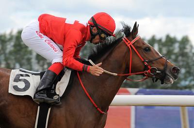Cat of Egypt vinner med Elione Chaves | Jägersro 120602 | Foto: Stefan Olsson / Svensk Galopp