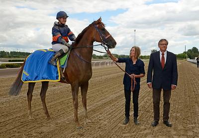 Propelino och Josefin Landgren tillsammans med tränare Rolf Persson   Jägersro 120812    Foto: Stefan Olsson / Svensk Galopp
