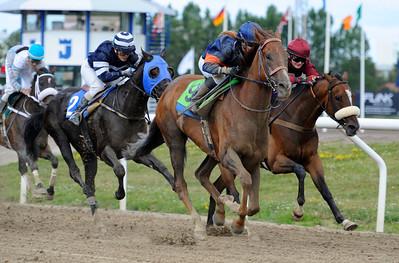 Propelino och Josefin Landgren vinner före Nazgul   Jägersro 120812    Foto: Stefan Olsson / Svensk Galopp