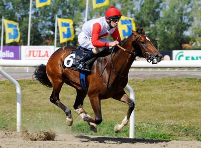 Golden Hit vinner med Jacob Johansen   Jägersro 120822    Foto: Stefan Olsson / Svensk Galopp