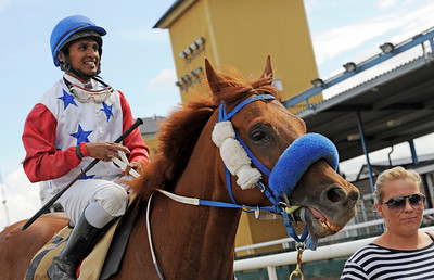 Golden Pacemaker och Naveen Lakshminarayan.   Jägersro 120822    Foto: Stefan Olsson / Svensk Galopp