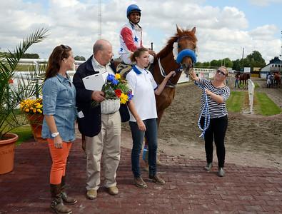 Golden Pacemaker i vinnarcirkeln   Jägersro 120822    Foto: Stefan Olsson / Svensk Galopp