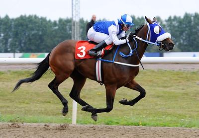 Cruzero vinner med Manuel Martinez  | Jägersro 120825 |  Foto: Stefan Olsson / Svensk Galopp