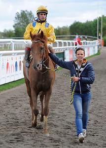 Lions Prospect tillsammans med Elione Chaves och skötare Emma Körner | Jägersro 120919 |  Foto: Stefan Olsson / Svensk Galopp