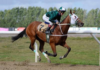 Spirit of Life vinner med Dina Danekilde | Jägersro 120919 |  Foto: Stefan Olsson / Svensk Galopp