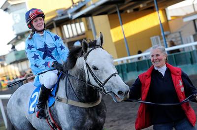 Avoriaz och Alexandra Wahlgren tillsammans med Anki Svedberg-Karlsson | Jägersro 121111 | Foto: Stefan Olsson / Svensk Galopp