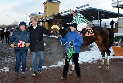 Runsonrun i vinnarcirkeln | Jägersro 121205 | Foto: Stefan Olsson / Svensk Galopp