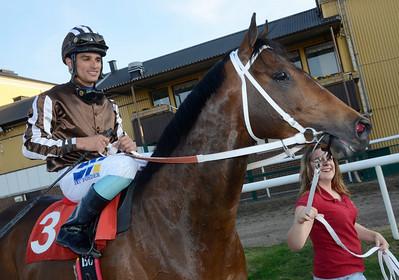 Be My Award och Elione Chaves   Jägersro 130507   Foto: Stefan Olsson / Svensk Galopp
