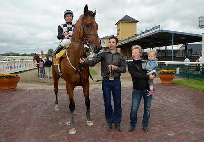 Polhem och Manuel Martinez tillsammans med Padraig och Jessica Long | Jägersro 130710 | Foto: Stefan Olsson / Svensk Galopp