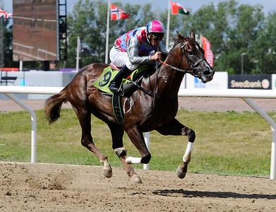 Proud Possibility vinner med Fredrik Johansson | IKC FONDER SOFIEROLÖPNING | Jägersro 130811 | Foto: Stefan Olsson / Svensk Galopp
