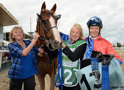 Yaqoot tillsammans med Mona och Lena Smedman samt Jacob Johansen | Jägersro 130811 | Foto: Stefan Olsson / Svensk Galopp