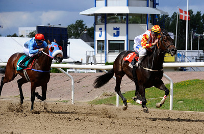 Butterfly Effect vinner med Oliver Wilson | MALMÖ STADS PRIS | Jägersro 130811 | Foto: Stefan Olsson / Svensk Galopp