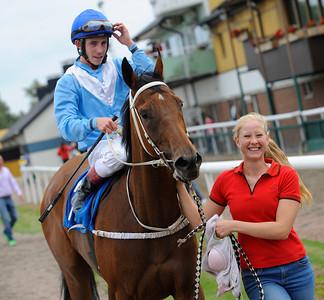 Ligety tillsammans med Shane Karlsson och skötare Elinor Rasmusson | Jägersro 130821 | Foto: Stefan Olsson / Svensk Galopp