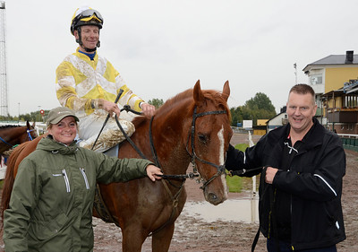 Triple Agent och Jacob Johansen tillsammans med Karola Larsson och Lennart Thuresson | Jägersro 130918 | Foto: Stefan Olsson / Svensk Galopp