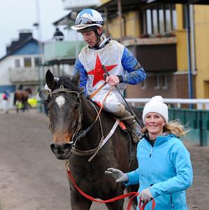 Sikorsky tillsammans med Jacob Johansen och Susanne Johansen | Jägersro 131120 | Foto: Stefan Olsson / Svensk Galopp
