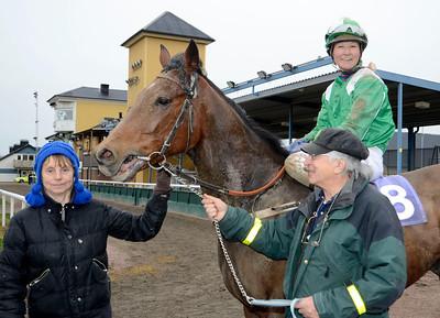 Battleoftrafalgar och Fabienne De Geer tillsammans med tränare Sigyn Dysell | Jägersro 131120 | Foto: Stefan Olsson / Svensk Galopp