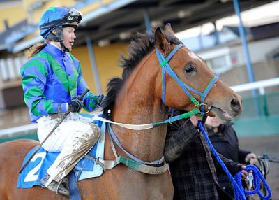 W Catchcash och Anna Pilroth | Jägersro 131204 | Foto: Stefan Olsson / Svensk Galopp