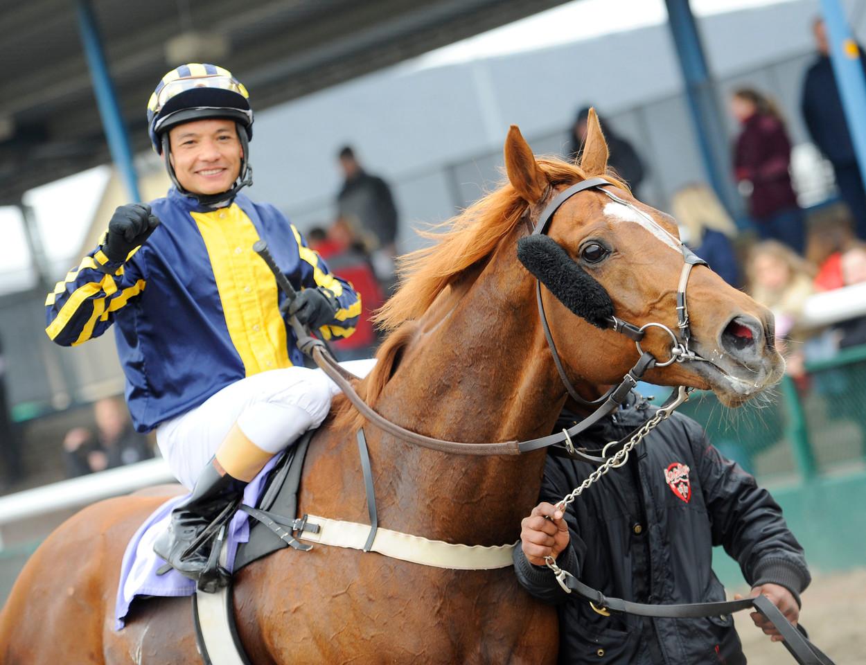 Puyol och Carlos Lopez   Jägersro 140406   Foto: Stefan Olsson / Svensk Galopp