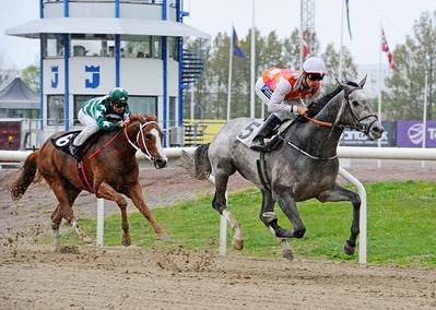 Eye In The Sky och Rafael Schistl vinner före Comprehensive   Jägersro 130507   Foto: Stefan Olsson / Svensk Galopp