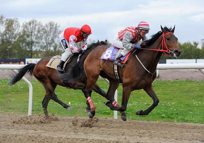 Aboule Le Fric och Fabienne De Geer vinner före Herr Silvio | Jägersro 130507 | Foto: Stefan Olsson / Svensk Galopp