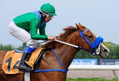 La Indiesita vinner under Manuel Santos   Jägersro 140521   Foto: Stefan Olsson / Svensk Galopp