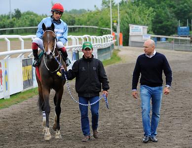 Misraal och Elione Chaves tillsammans med Fredrik Reuterskiöld   Jägersro 140604   Foto: Stefan Olsson / Svensk Galopp