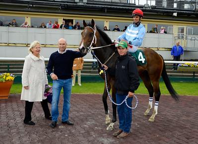 Mistraal och Elione Chaves tillsammans med Fredrik Reuterskiöld och Sonja Söderberg.    Jägersro 140604   Foto: Stefan Olsson / Svensk Galopp