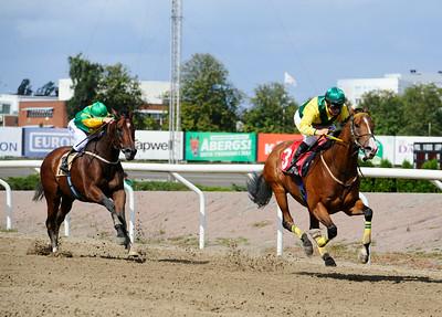 Amazing Tiger och Nicole Nordblad vinner före Catch The Cider | Jägersro 140820 | Foto: Stefan Olsson / Svensk Galopp