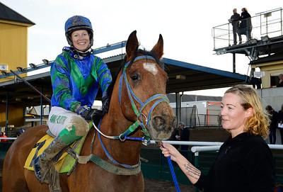 W Catchcash och Anna Pilroth   Jägersro 141109   Foto: Stefan Olsson / Svensk Galopp