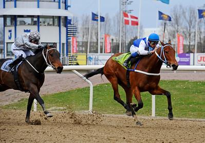 Free Ride vinner med Elione Chaves | Jägersro 150412 | Foto: Stefan Olsson / Svensk Galopp