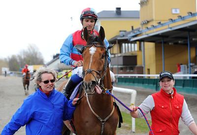 Jumanthes och Elione Chaves tillsammans med Eva Pettersson och Nathalie Andersson | Jägersro 150412 | Foto: Stefan Olsson / Svensk Galopp