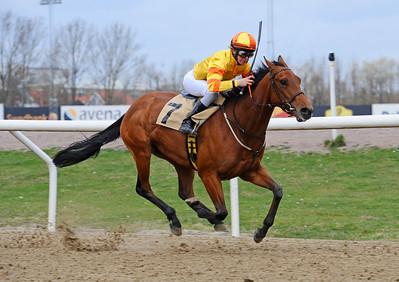 Run By Faith vinner med Dina Danekilde | Jägersro 150412 | Foto: Stefan Olsson / Svensk Galopp