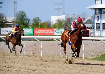 Rossmos Secret vinner under Andrés Polanco | Jägersro 150503 | Foto: Stefan Olsson / Svensk Galopp