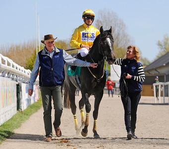 Gold Pursuit och Valmir De Azeredo tillsammans med Peter och Gisela Jardby  | Jägersro 150503 | Foto: Stefan Olsson / Svensk Galopp