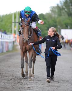 Tiglath och Elione Chaves tillsammans med skötare Josefin Landgren | Jägersro 150615 | Foto: Stefan Olsson / Svensk Galopp