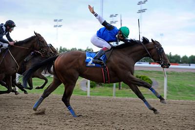 Tiglath vinner med Elione Chaves | Jägersro 150615 | Foto: Stefan Olsson / Svensk Galopp