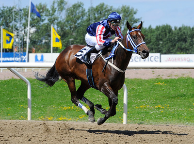 Dorothy Hill vinner med Oliver Wilson   Jägersro 160713   Foto: Stefan Olsson / Svensk Galopp