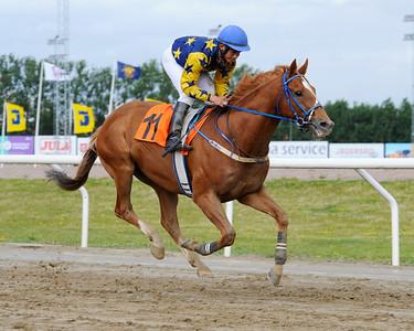 Jumbo vinner med Valmir De Azeredo | Jägersro 150726 | Foto: Stefan Olsson / Svensk Galopp