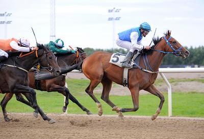 Holy Sparkle vinner med Manuel Santos | Jägersro 150911 | Foto: Stefan Olsson / Svensk Galopp