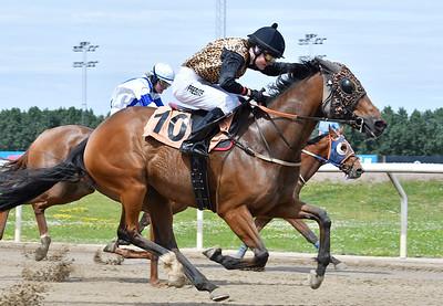 IKC Kick Back vinner med Sofia Presits  Jägersro 170628 Foto: Stefan Olsson / Svensk Galopp