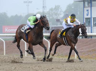 Boss och William Segovia (t v) vinner före Zeeran | Jägersro 160803 | Foto: Stefan Olsson / Svensk Galopp