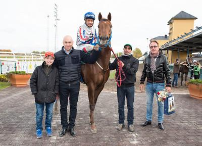 I Kirk i vinnarcirkeln   Jägersro 161026 Foto: Stefan Olsson / Svensk Galopp