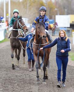 Mrs Perry och Valmir De Azeredo tillsammans med Annika Delinder Jägersro 161120 Foto: Stefan Olsson / Svensk Galopp