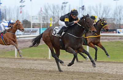 Corcuvelo vinner med Elione Chaves Jägersro 161120 Foto: Stefan Olsson / Svensk Galopp