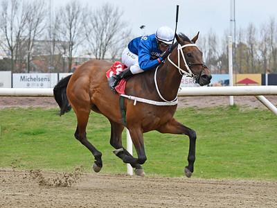 Clauses Angola vinner med Nelson De Souza Jägersro 170412 Foto: Stefan Olsson / Svensk Galopp
