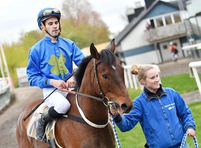 Ascot Hill tillsammans med Alessandro Guerrini och Malin J Karlsson Jägersro 170510 Foto: Stefan Olsson / Svensk Galopp