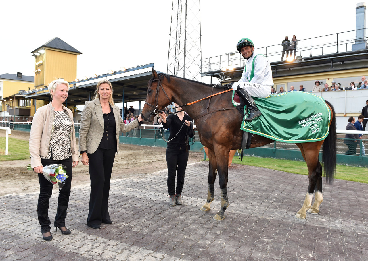 Tertian i vinnarcirkeln  Jägersro 170523 Foto: Stefan Olsson / Svensk Galopp